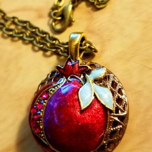 pomegranate locket diffuser